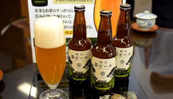 松江茶ビールとグラス
